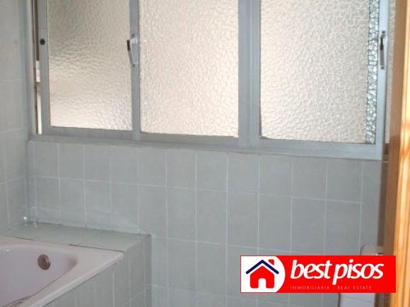 Venta piso en la luz de 3 dormitorios y 92 m2 en malaga for Pisos baratos en benalmadena