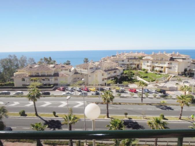 Venta apartamento en benalmadena costa de 75m2 con 1 dormitorio vistas al mar inmobiliaria - Pisos de bancos en la costa ...