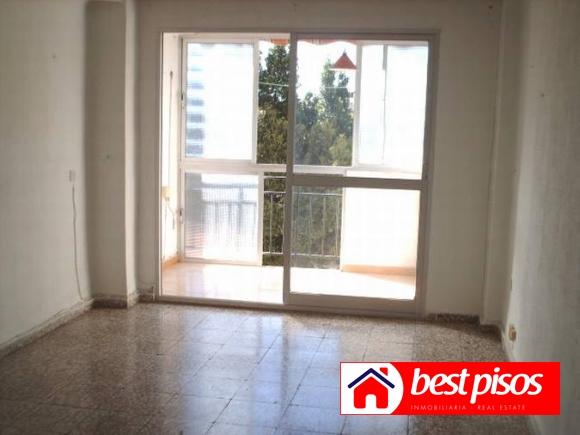 Venta piso en carlinda de 3 dormitorios y 70 m2 en malaga for Pisos baratos en benalmadena