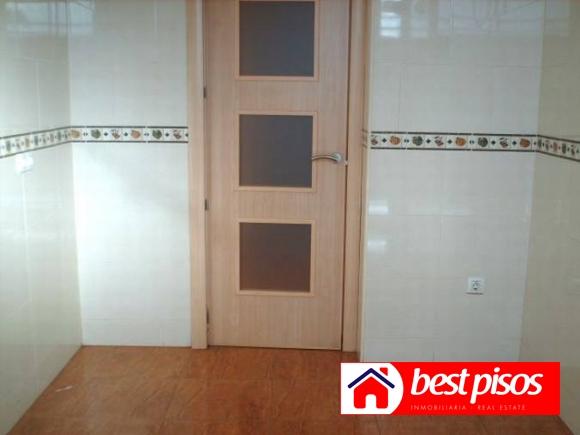 Venta piso en m laga en la avenida de la aurora con 3 for Piso 4 dormitorios teatinos malaga